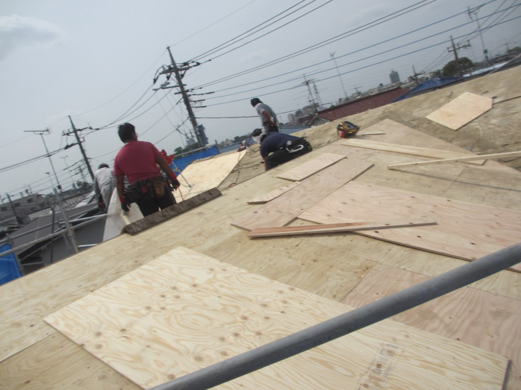 屋根の下地を作っています2