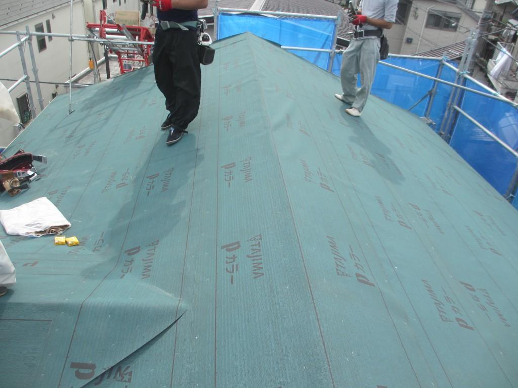 屋根葺き替え中