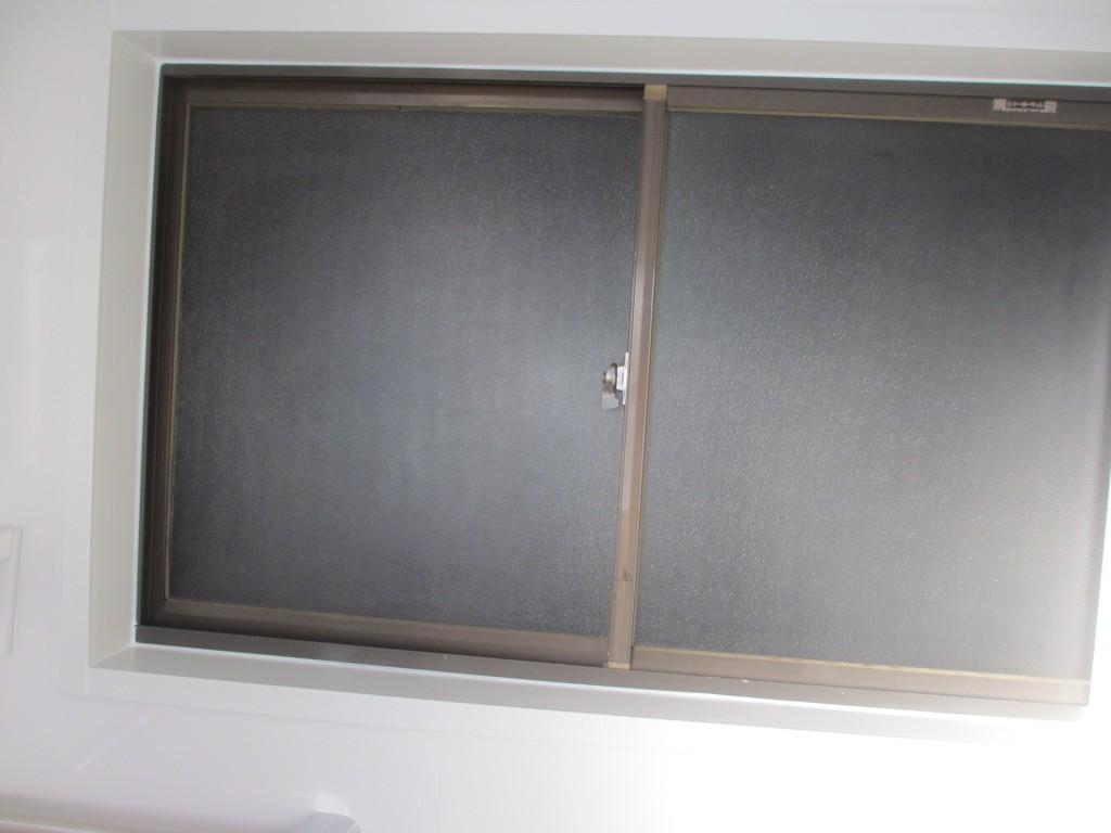 ユニットバス部屋側窓